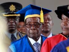 Mugabe laat zich voor het eerst sinds staatsgreep weer zien