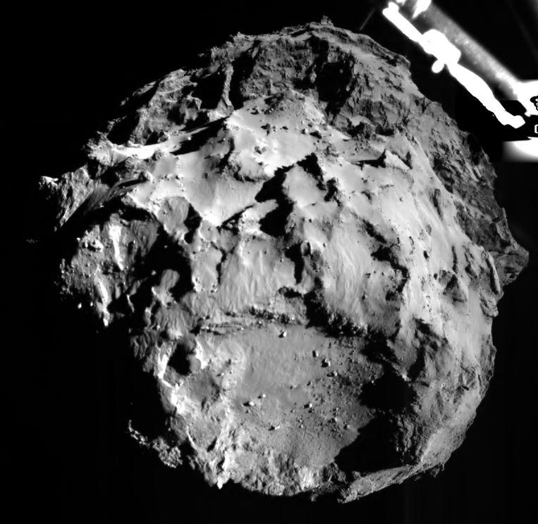 Philae stuurde vanavond de eerste foto van zijn nieuwe werkplek, de komeet 67P/Tsjoerjoemov-Gerasimenko. Beeld belga