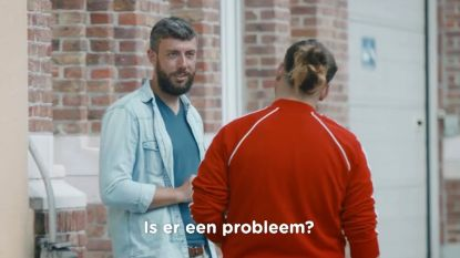 Drie Brusselse jongeren vallen leerkracht lastig in eerste preview 'Hoe Zal Ik Het Zeggen?'