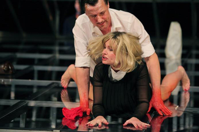 Daan Schuurmans en Kirsten Mulder in 'Demonen'
