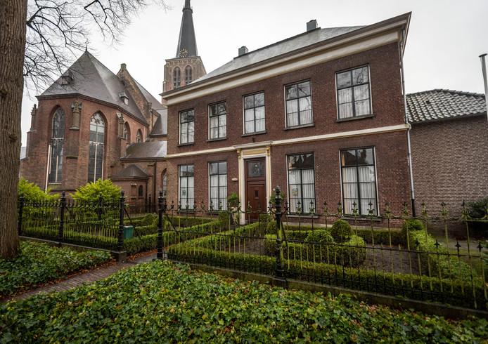 De pastorie bij de St. Petrus Bandenkerk in Leende.