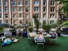 Ergernis en plezier om bezetten parkeerplekken in De Pijp
