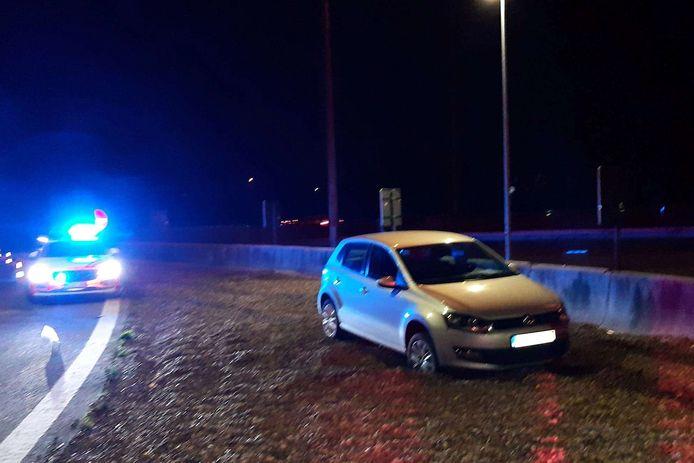 De chauffeur ging uit de bocht toen hij in Wetteren de afrit naar de snelwegparking wou nemen.