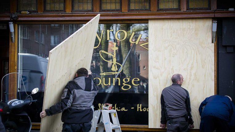 Op last van burgemeester Van der Laan van Amsterdam wordt de Fayrouz Lounge woensdagmiddag gesloten. Beeld anp