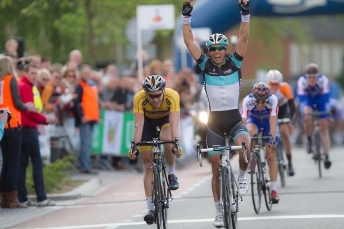 Dennis Coenen wint de 62e Ronde van Overijssel in Rijssen.
