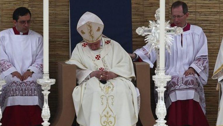 De paus moest gewekt worden door zijn buurman.