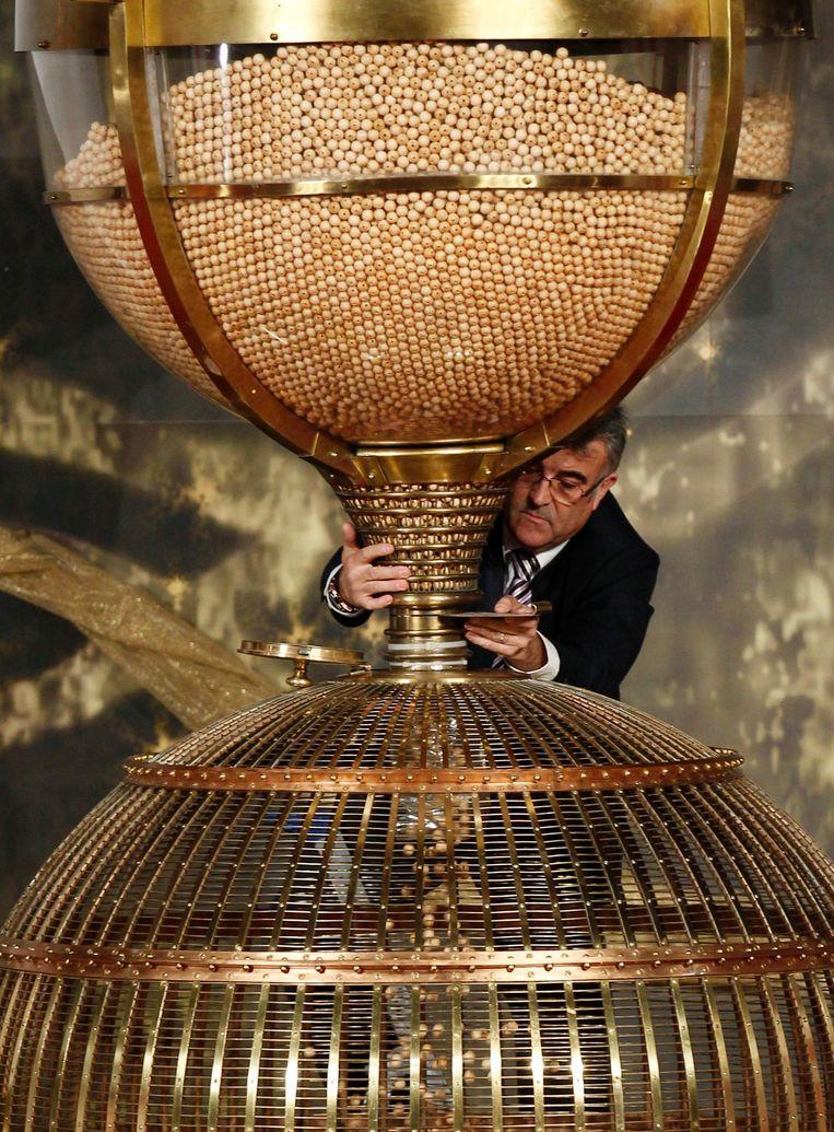 De gigantische trommel met de winnende nummers.