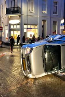 Auto belandt op de zijkant bij aanrijding in Arnhem
