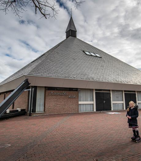 Corona of niet, in deze kerk op Urk komen mensen nog samen: 'Dit is echt een risico'