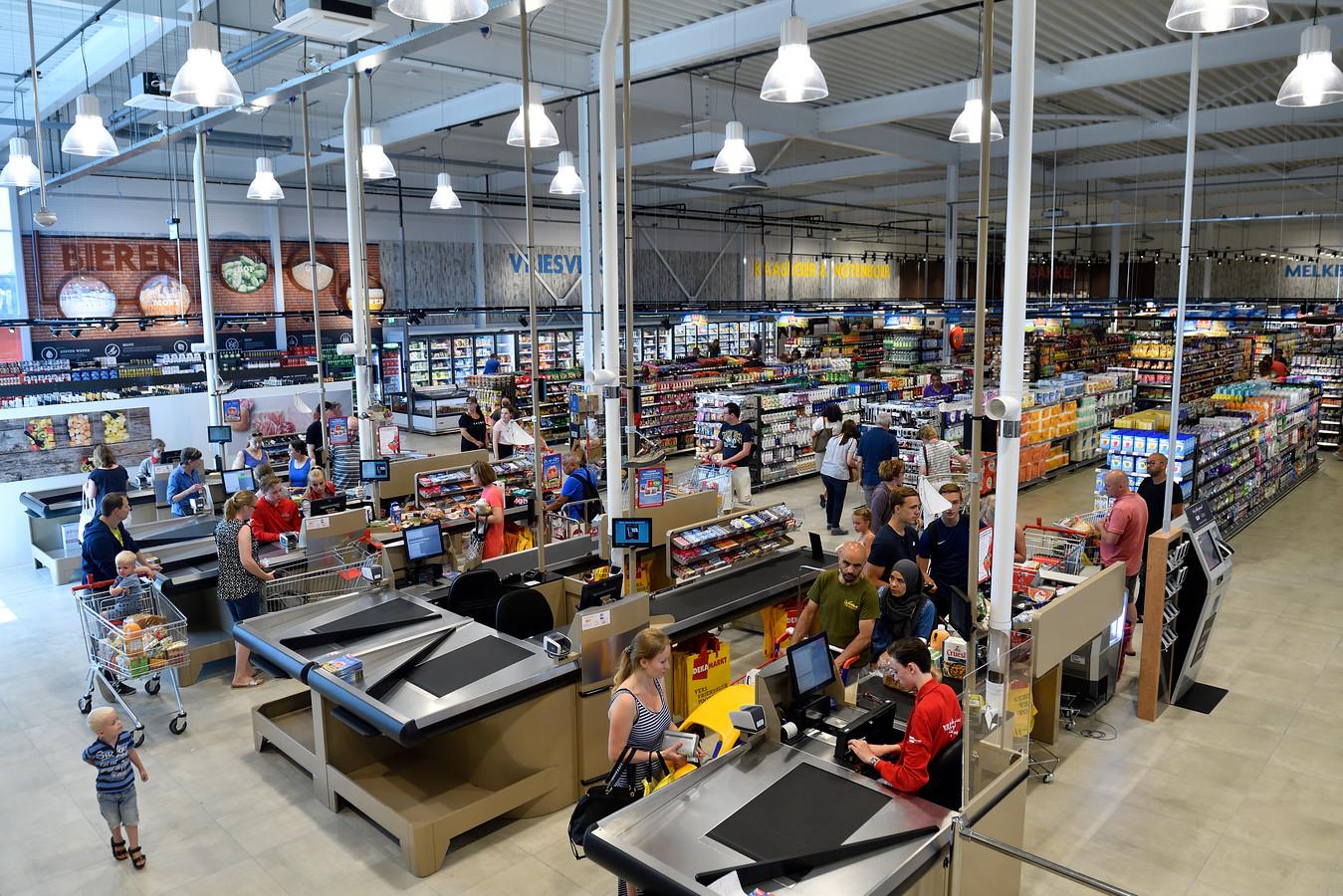 Supermarkten, zoals de Dekamarkt in Vathorst, mogen bij hoge uitzondering op Eerste Paasdag open.