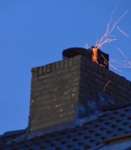 Hoe voorkom je een schoorsteenbrand? 'Wat je ook doet, blus nooit met water'