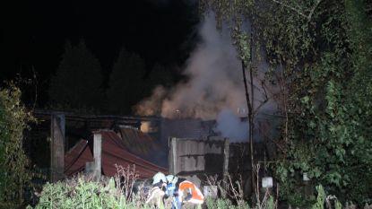 Achterbouw woning volledig verwoest na barbecue in Koolskamp