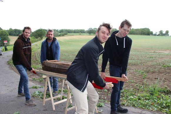 Rémy, Tijl, Jesse en Kjell lopen zondag voor het eerst mee in de Fiertel als stagiair. Deze week gingen ze al even aan de slag met het oefenschrijn.