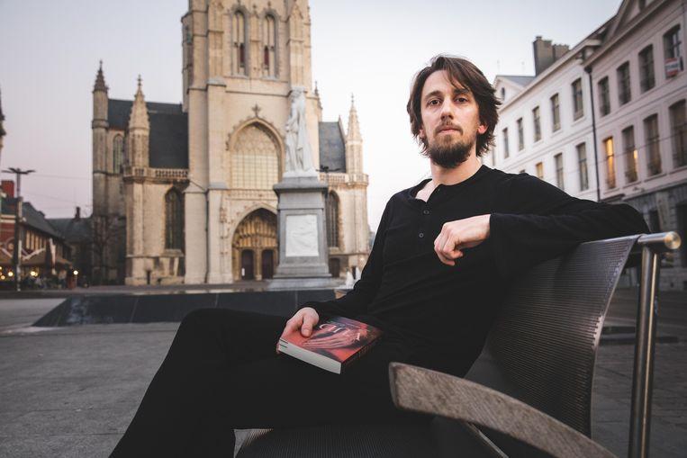 Jonas Bruyneel schreef met Vijd een roman over de familie die de opdracht gaf om het Lam Gods te schilderen.