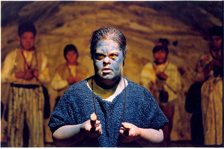 Haar eerste grote rol bij Theater Stap was die van de Blauwe Gnokkel, een éénpotig beest. Het applaus daverde.