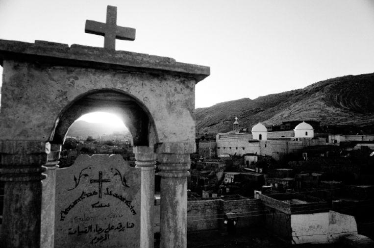 Het dorp Al Qosh, een van de plaatsen waar gevluchte Irakese christenen onderdak hebben gevonden. (FOTO EDDY VAN WESSEL) Beeld