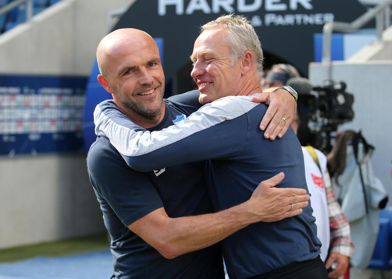 Alfred Schreuder (Hoffenheim) en Christian Streich (Freiburg) voor de wedstrijd.