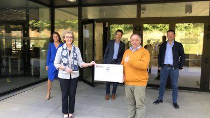 Crematorium Holsbeek schenkt 28.000 euro aan  team Marc van Ranst