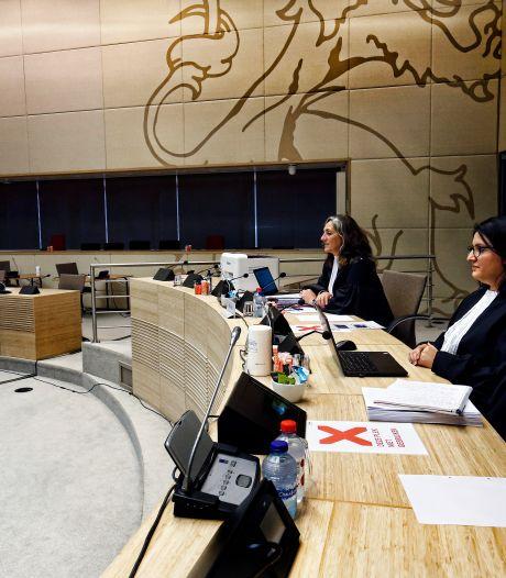 Haperende laptops, printers en microfoons, het is nog even wennen in de rechtbank op het provinciehuis