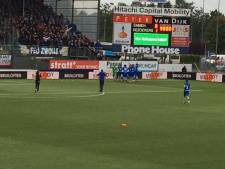 Spelers PEC Zwolle vieren na zege in Emmen feest met supporters