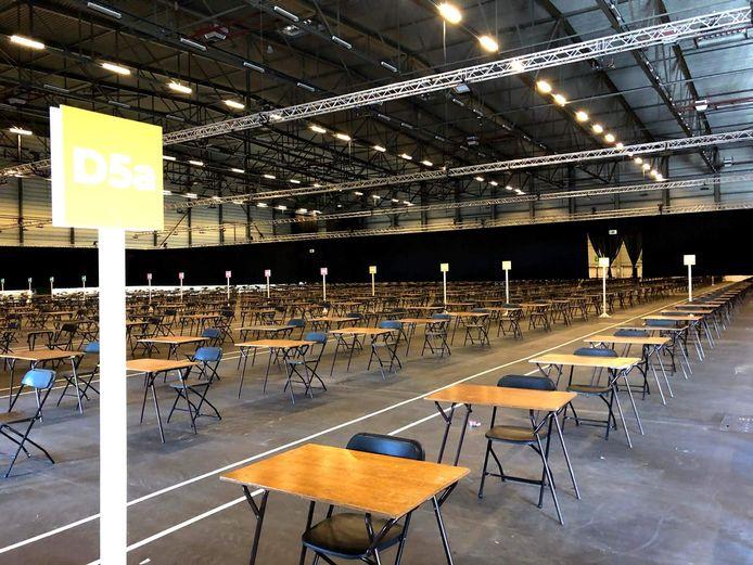 Er werden 4.500 stoelen en banken uitgezet in Flanders Expo.