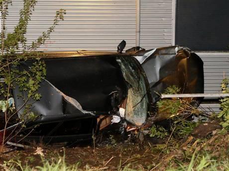 Gestolen auto zwaar beschadigd teruggevonden na ongeluk, bestuurder spoorloos