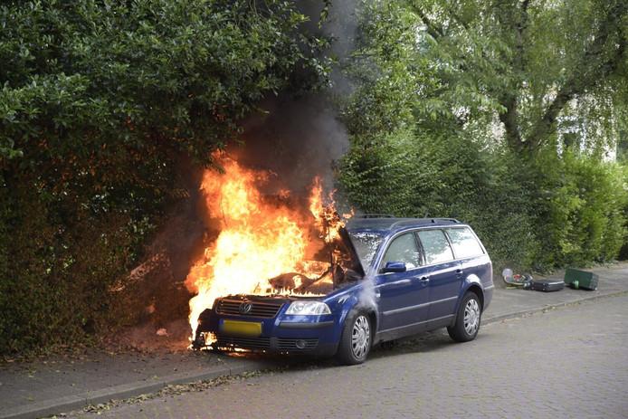 Auto in brand op Johan Willem Frisolaan in Breda.