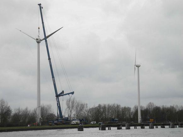 De beschadigde windturbine wordt volledig afgebroken.