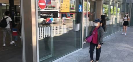 Merendeel reizigers in Eindhoven draagt mondkapje in openbaar vervoer