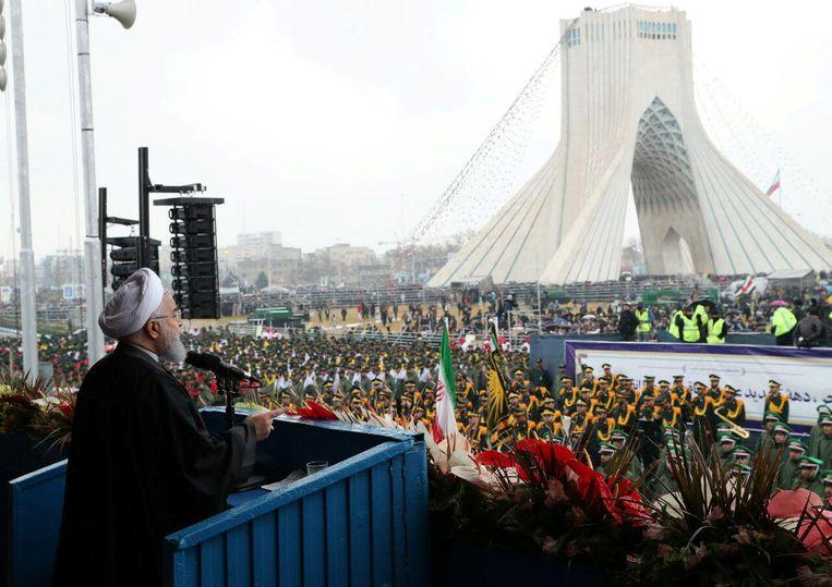 Iraanse president Hassan Rouhani houdt een toespraak tijdens een ceremonie om de veertigste verjaardag van de Islamitische revolutie te vieren. Beeld REUTERS