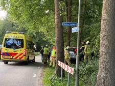 Auto vliegt uit de bocht in Ermelo, bestuurster gewond