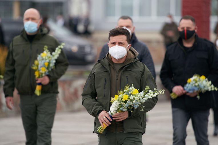 De Oekraïense president Volodymyr Zelensky bracht hulde aan de hulpverleners die onmiddellijk na de ramp ter plaatse kwamen.
