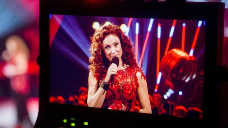 Natalia als presentatrice van de MIA's.