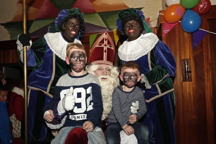 Pieten, kinderen en hun ouders vinden de huidige opzet van het Sinterklaasfeest in Vorden prima.
