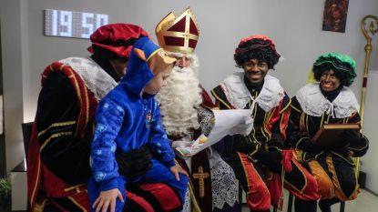 """Dit 17-jarige hulpje van de Sint is echt zwart en vindt daar niks racistisch aan: """"Sinterklaas is gewoon een kinderfeest"""""""