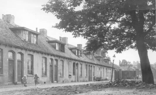 De Mauritsstraat. Deze straat heette aanvankelijk 2e Krimstraat, maar kreeg in 1891 een nieuwe naam.