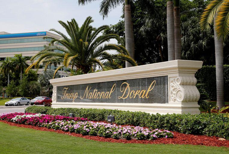 De ingang van Trumps landgoed Doral, bij Miami, waar de president de G7-top had willen organiseren.   Beeld REUTERS/Joe Skipper/File Photo