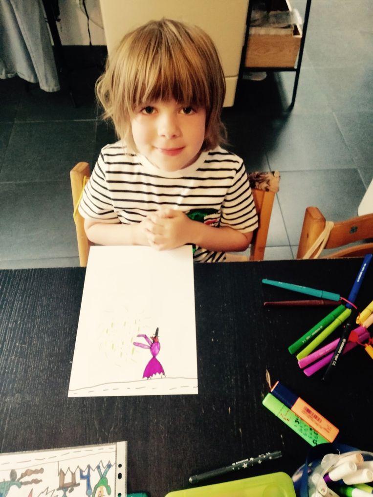 Carsten tijdens het creatieproces van zijn eerste boekje.