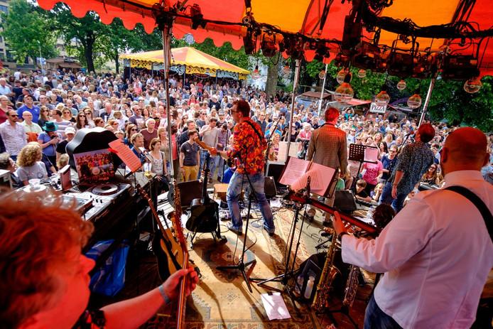 Op de vorige editie van Lepeltje Lepeltje speelde Brugge Sgt. Peppers Lonely Hearts Club Band van The Beatles en andere nummers van de gelijknamige elpee.