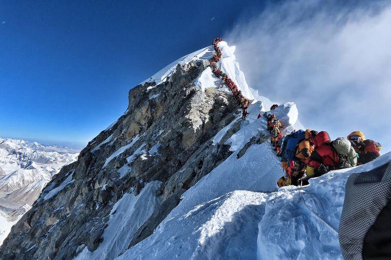 De rij op Mount Everest. Beeld AFP