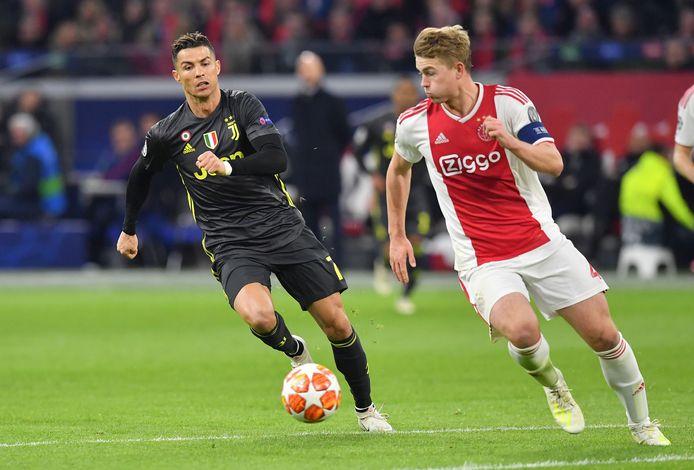 Cristiano Ronaldo in duel met Matthijs de Ligt.