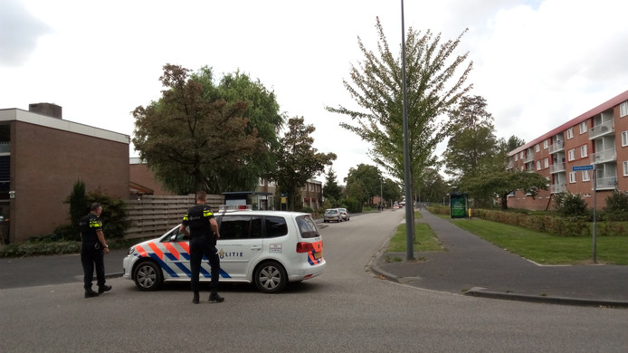 Politie in de wijk Veldhuizen.