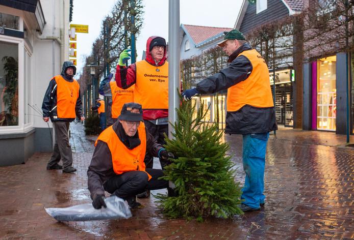De Ondernemersvereniging Epe plaatst elk jaar zo'n 400 kerstbomen in het winkelgebied van die plaats. Ook ondernemers die geen lid zijn van die vereniging hebben baat bij deze versiering van het centrum. Met een BIZ-heffing wordt een halt toegeroepen aan deze 'free-riders'.