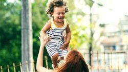 Geef je kind pikant eten en vier andere straffe tips voor kersverse moeders
