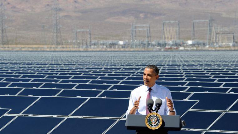 President Obama opende een paar jaar geleden al een zonne-centrale in een Amerikaanse woestijn. In Dubai breken ze nu record na record met de laagste kostprijs. Beeld AFP