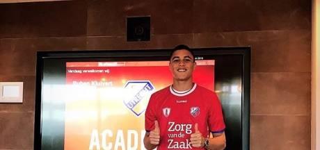 Kluivert tekent eerste profcontract bij FC Utrecht