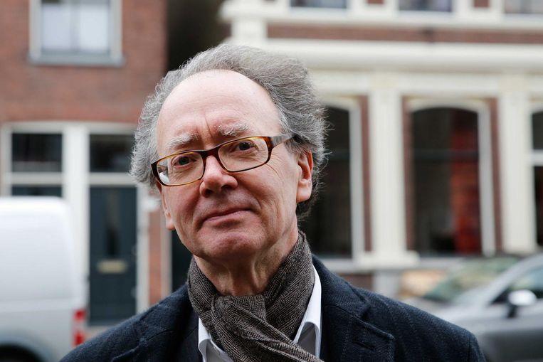Frans Grijzenhout, hoogleraar Kunstgeschiedenis (UvA), gaat op zoek naar twee portretten door Frans Hals. Beeld null