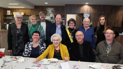 """Thelma viert 102de verjaardag in Avondzegen: """"Ze blijft een levensgenieter"""""""