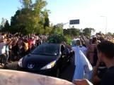 Duizenden mensen de straat op tijdens begrafenis Maradona