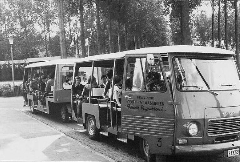 Het bekende treintje van het domein in lang vervlogen tijden.
